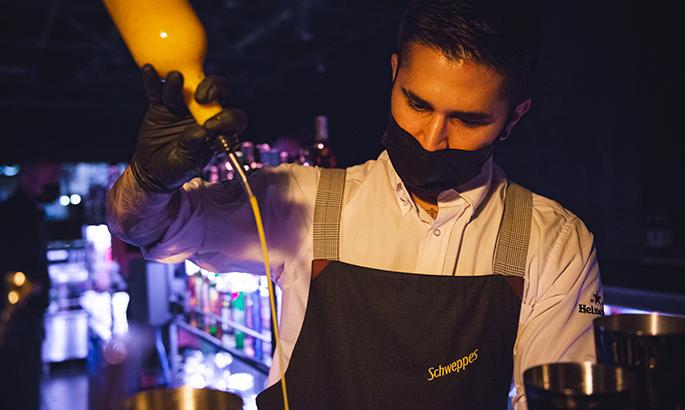Déjate sorprender por nuestros bartenders Jonath&John's y su coctelería más atrevida y única